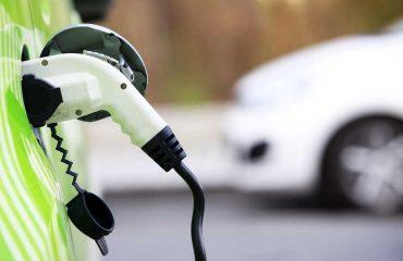Elektrikli araç şarj oluyor