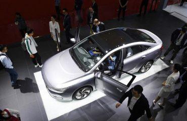 Çin'in en büyük otomobil üreticisi Geely'den Tesla hamlesi: Lüks elektrikli araç üretecek