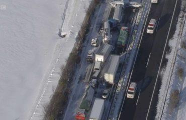 Japonya'da kar fırtınası 130 araçlık zincirleme kazaya sebep oldu