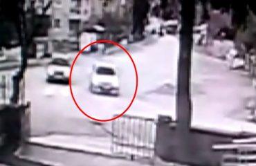 Kaza yapmamak için manevra yaptı cami duvarına çarptı