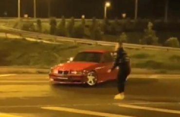 Kız arkadaşının etrafında drift yapan sürücüye tepki