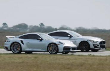Modifiyeli bir Shelby GT500 ile Porsche 911 Turbo S karşı karşıya