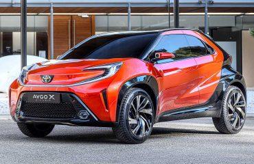 Toyota Aygo X Prologue konseptinin ön çapraz açıdan çekilmiş fotoğrafı.