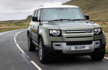 Yeni Land Rover Defender, eski Defender ile halat çekme yarışında