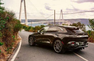 Aston Martin DBX yenilenen renk paleti ile dikkat çekiyor