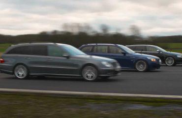 Üç adet Alman station wagon'un yarışını izleyin