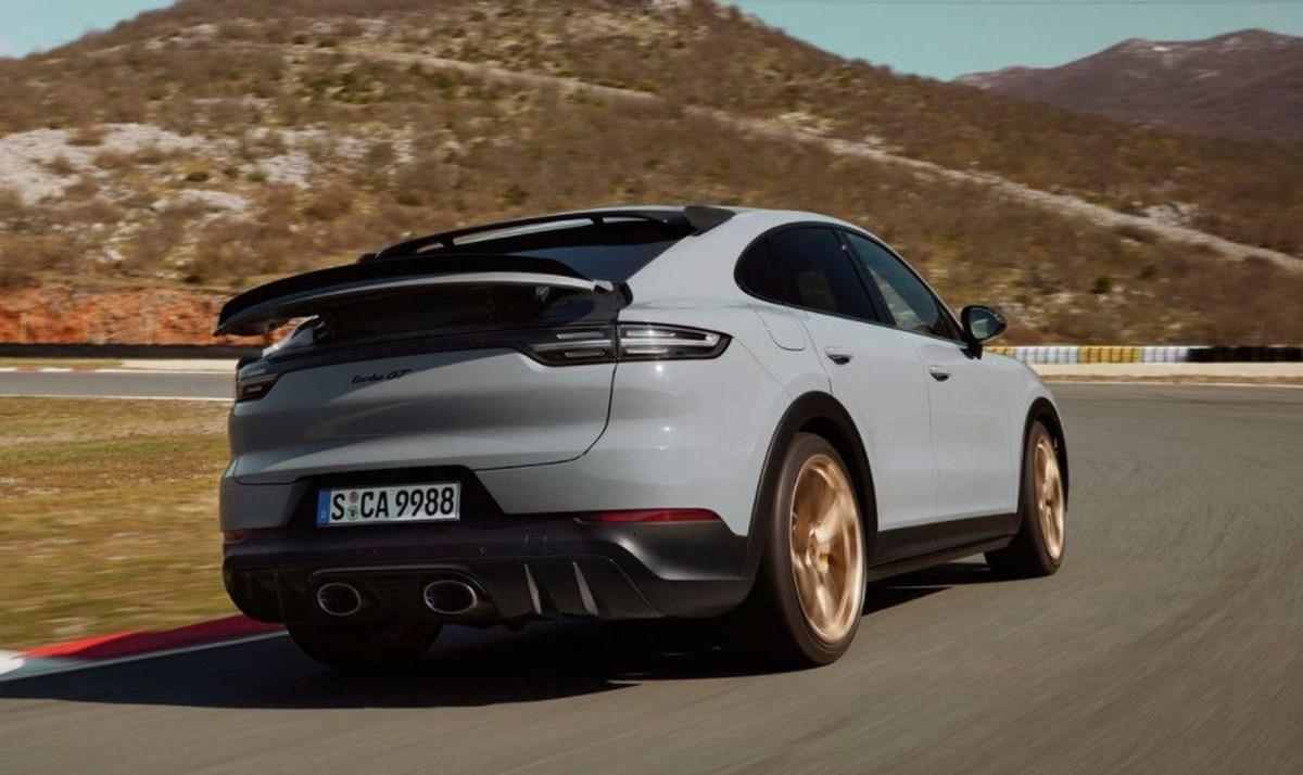 1625049175 777 Porsche SUV ailesinin 640 beygirlik yeni uyesi Cayenne Turbo GT
