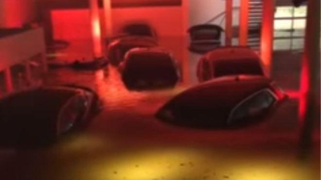 Audi bayisini sel vurdu; milyonluk modeller kullanılamaz halde