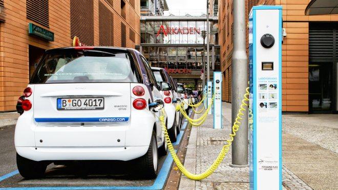 Avrupa Komisyonu benzinli ve dizel otomobil yasağı için tarih verdi