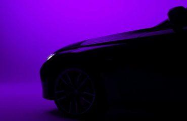 2021 BMW 2 Serisi Coupé modeline ait gölgeli teaser fotoğrafı.