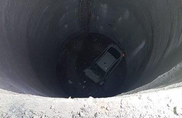 İzmir'de otomobil metro inşaatındaki boşluğa düştü: 1 ölü, 1 yaralı