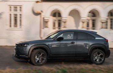 2021 Mazda MX-30 Romanya sürüşünden kareler.