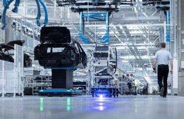 Mercedes cephesinde çip krizi; Almanya ve Macaristan'da kısıtlama