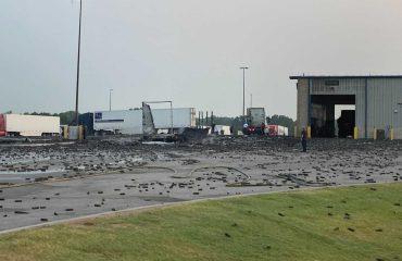 Aerosol deodorantı taşıyan kamyon büyük bir patlamaya neden oldu
