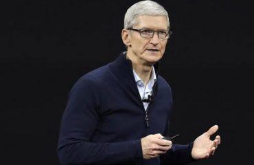 Tim Cook iPhone Apple