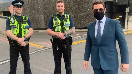 Tom Cruise Birmingham Polisiyle birlikte.
