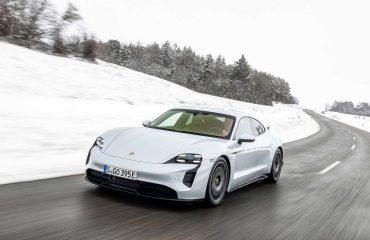 Tesla Model 3 ve Porsche Taycan Turbo S drag yarışında kapıştı