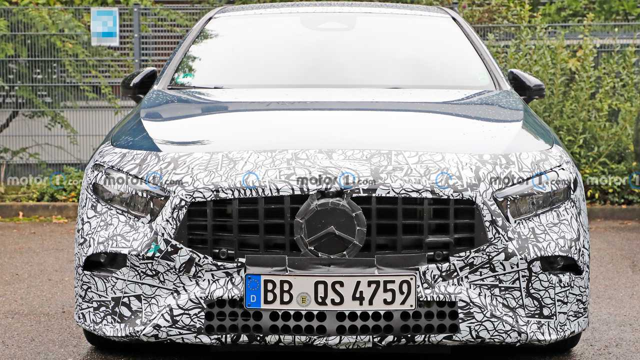 Mercedes-AMG A35 casus fotoğraf.