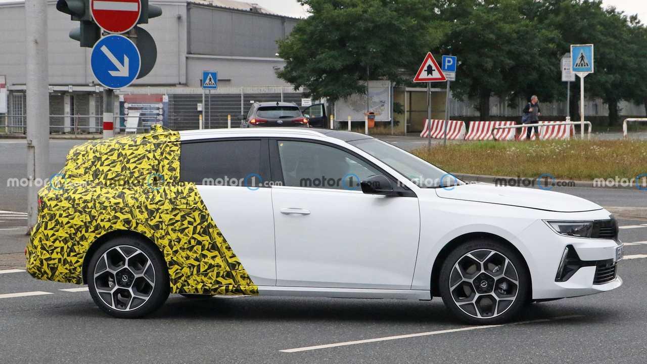 Opel Astra Sports Tourer Casus Fotoğrafı