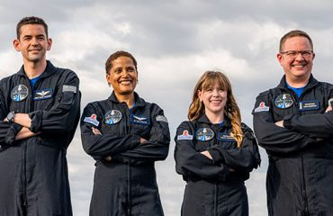 SpaceX, Inspiration4 göreviyle uzaya ilk defa sivil çıkardı [İzle]